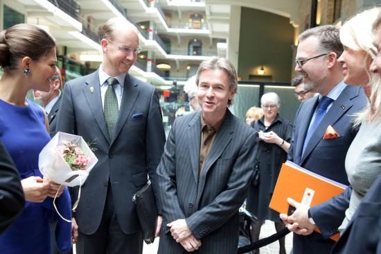 (frv) H.K.H. Kronprinssessan Victoria , Hovmarskalk Jörgen Lindström, Esa-Pekka Salonen dirigent, Thomas Backteman Koncernkommunikationsdirektör Swedbank samt Hélène Hellsten Carendi, vd Futurenet AB.